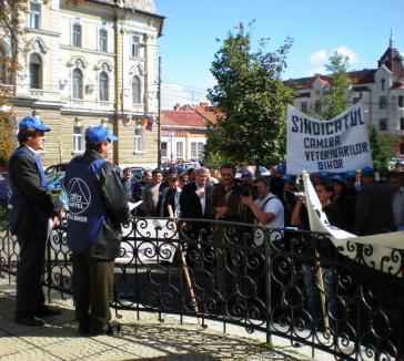 Un protest atât de cuminte încât şi protestatarii s-au enervat (FOTO)