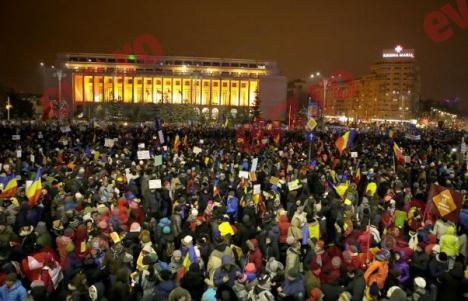 """Cele mai mari sindicate şi 39 ONG-uri cheamă românii la luptă cu """"hoţia, autoritarismul şi sărăcia"""", cerând demisia Guvernului, a lui Dragnea şi a lui Tăriceanu"""