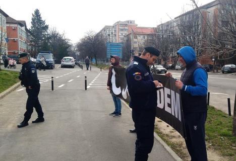 #VăVedem: Protest în faţa APM Bihor, unde se analizează situaţia Nutripork (FOTO)