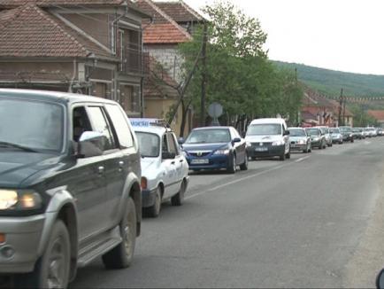 200 de şoferi bihoreni au protestat împotriva drumurilor sparte (FOTO / VIDEO)