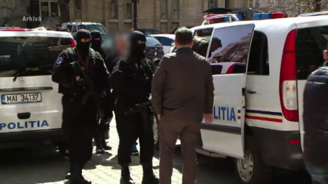 Răzbunarea interlopilor: Poliţist bătut, apoi înjunghiat de un clan de infractori