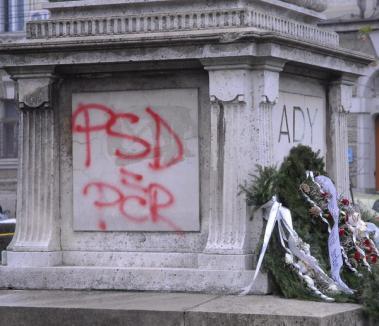 Statuia lui Ady Endre, vandalizată cu un mesaj anti-PSD