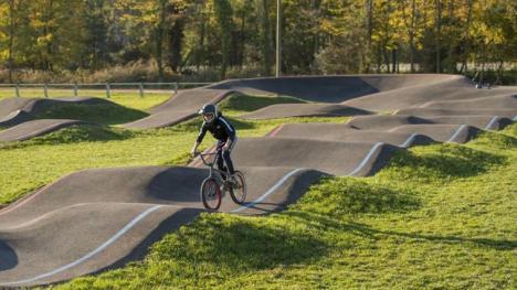 """Parcurile 1 Decembrie şi Petőfi vor fi modernizate. Oradea va avea, în premieră, trasee de """"pump track"""" şi o zonă de bălăceală pentru copii (FOTO)"""