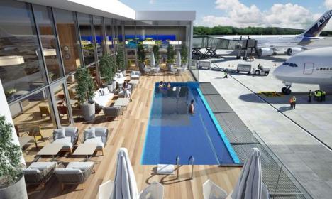 Noi standarde de călătorie: Aeroportul în care poţi aştepta avionul într-o piscină