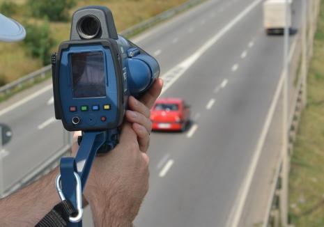 Radare-pistol, pe DN 79: Şofer de BMW, prins gonind cu 153 de kilometri pe oră!