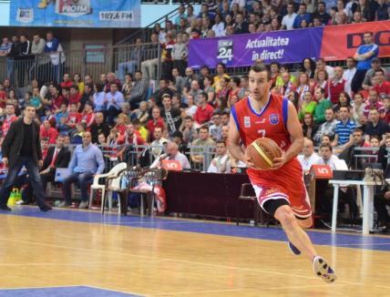 Baschetbaliştii de la CSM au mers la Craiova cu gândul de a tranşa cât mai rapid calificarea în semifinalele Ligii Naţionale
