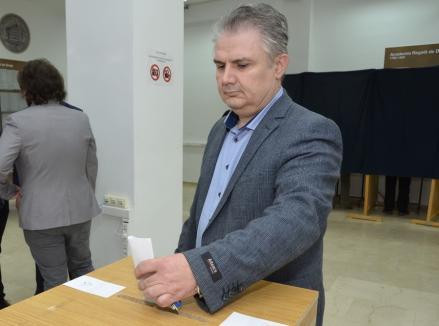 Radu Ţarcă rămâne şeful Şcolii Doctorale a Universităţii din Oradea