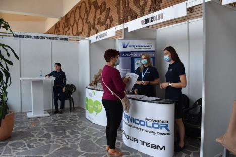 Ministrul Muncii, Raluca Turcan, la bursa locurilor de muncă din Oradea, ca o mămică răbdătoare: A consolat şomerii şi angajatorii (FOTO / VIDEO)