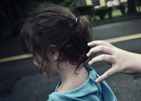 O fetiţă a fost răpită de lângă Parcul Salca, dusă cu forţa într-o casă şi agresată sexual. Copilul a reuşit să scape, bărbatul a fost prins