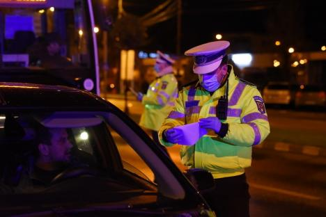 Nu e de glumă! Poliţia face razii şi în Bihor, pentru a-i controla pe cei care ies din case după 10 seara! (FOTO / VIDEO)