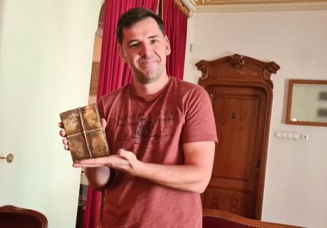 Premiat de UNITER, actorul Răzvan Vicoveanu de la Teatrul din Oradea este criticat pentru speech-ul său 'colorat'. 'Nu îmi pare rău', spune laureatul (FOTO / VIDEO)
