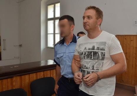 Cadou de Anul Nou pentru şpăgarul Răzvan Vonea: Fostul director al Colegiului Şaguna rămâne în libertate