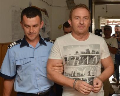 Cauţiune 50.000 de lei: Fostul director al Colegiului Şaguna, Răzvan Vonea, poate fi judecat în stare de libertate