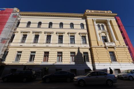 Turişti acasă: Clădirea Primăriei Oradea este în plin şantier, iar la final va face parte dintr-un circuit turistic (FOTO)