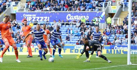 Fotbalistul bihorean George Puşcaş e pe val în Anglia. A marcat două goluri, duminică, în faţa propriilor suporteri (FOTO / VIDEO)