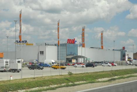 Primăria construieşte parcări în zona hypermarket-ului Real