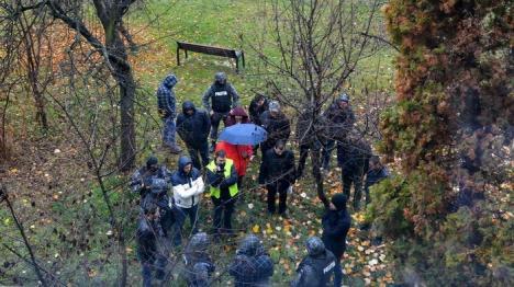 Anchetă pe 'repede înainte': Procurorii şi poliţiştii l-au dus pe Rogia la locul crimei, pentru reconstituire (FOTO / VIDEO)
