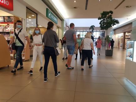 Înapoi la mall: Orădenii au dat năvală, încă din prima zi, la Lotus Center (FOTO)