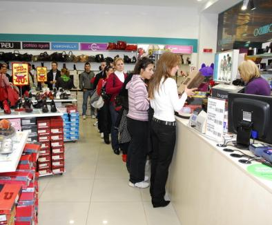 Încep reducerile în magazine!