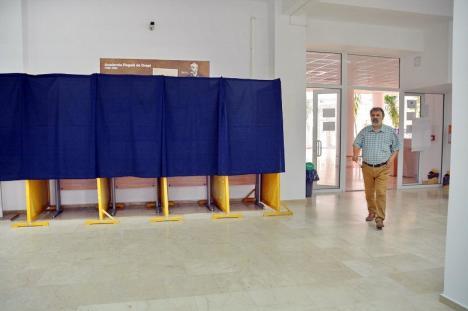 Au decis: Următorul rector al Universităţii din Oradea va fi ales prin vot (FOTO)