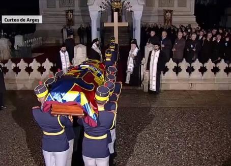 Adio, Majestate! Regele Mihai I a fost înmormântat la Curtea de Argeş (VIDEO)