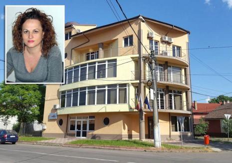 Problemă… personală: Inculpată şi trimisă în judecată pentru înşelăciune, șefa Registrului Comerţului Bihor rămâne în funcţie