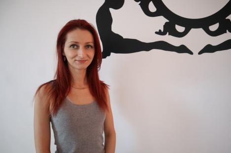 Terapie prin yoga: Yoghista Renata Coznici îi învaţă pe orădeni cum să se elibereze de griji (FOTO)