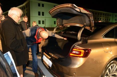 Să fie cu noroc! Talisman-ul mărcii Renault a fost lansat în curtea Cetăţii (FOTO)