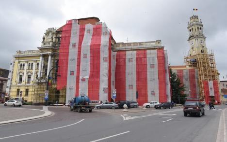 A trăsnit în Primăria Oradea! Descărcarea electrică a distrus mai multe echipamente din clădire