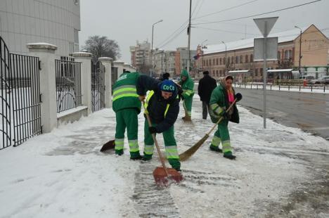 Primăria avertizează: RER curăţă străzile, dar cetăţenii trebuie să-şi cureţe trotuarele! (FOTO)