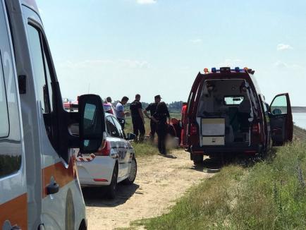 O fetiţă de 6 ani din Aleşd a murit înecată în Crişul Repede. A fost dusă de ape până la barajul Lugaş, echipajele medicale au încercat în zadar să o resusciteze (VIDEO)