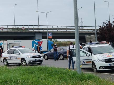Acţiune spectaculoasă a Poliţiei Oradea: Bănuiți de furturi, au fost ridicaţi cu mascaţii, direct din trafic! (FOTO / VIDEO)