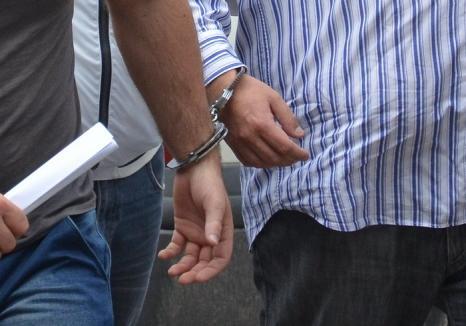 """Doi spărgători de locuinţe au ajuns în Arest: Hoţii acţionau cu """"chei mincinoase"""" în Oradea"""