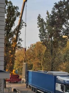 Criza Covid-19: La Oradea vor fi detaşaţi doctori, asistente şi infirmiere din tot judeţul, prin rotaţie. Rezervoare uriaşe de oxigen, aduse la Spitalul Municipal (FOTO)