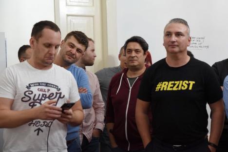 Şampania, altădată: Membrii USR şi PLUS din Bihor, dezamăgiţi la aflarea exit poll-urilor. Spun că mai au, totuşi, o mică speranţă(FOTO / VIDEO)