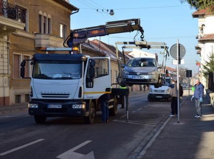 Consiliul Local a aprobat procedurile de ridicare a maşinilor parcate neregulamentar şi a celor abandonate
