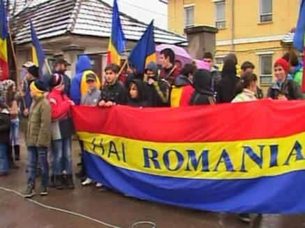 Eleva cu bentiţă tricoloră scoate românii în stradă