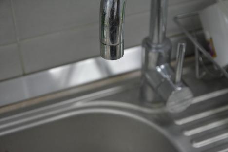 Se întrerupe apa caldă la 7 puncte termice din Oradea. Lista străzilor afectate