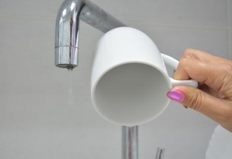 Apă cu presiune scăzută: Mai multe zone din Oradea şi din Bihor vor fi afectate de lucrările de spălare a unei conducte
