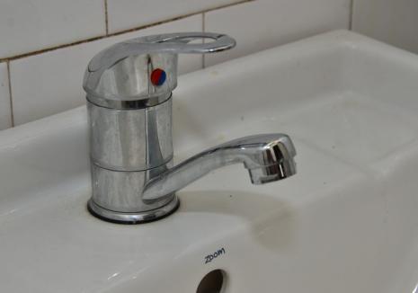 Mai multe străzi din Oradea rămân fără apă potabilă, din cauza lucrărilor la magistrale