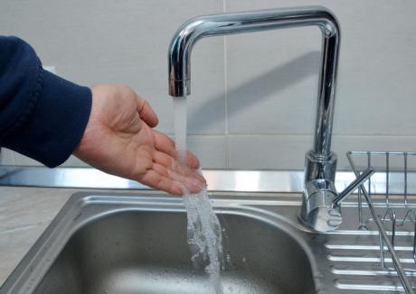 Tot rece. Reluarea furnizării de apă caldă s-a lăsat cu 16 avarii pe reţele din toată Oradea
