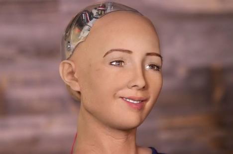 Primul robot din lume care a primit cetăţenie (VIDEO)