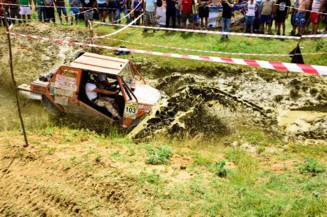 Spectacol off-road: 'Cupa Bihor 4x4' va aduna peste 30 de echipe din toată ţara, la Hidişelu de Sus (FOTO)