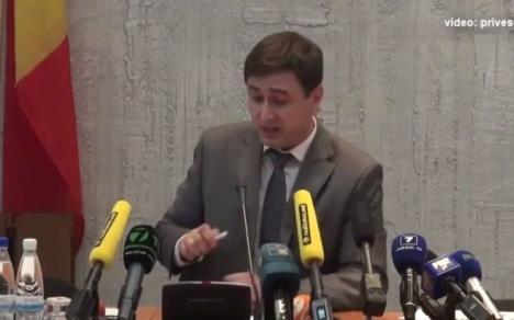 Şi deputaţii plâng câteodată: Un deputat din Moldova şi-a povestit în lacrimi problemele de cuplu (VIDEO)