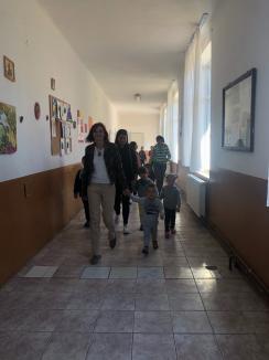 Lecţii de igienă şi toalete moderne, la şcolile din comuna Aştileu (FOTO)
