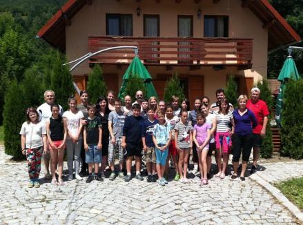 Clubul Rotary a trimis copii din Căminul Felix în tabără pe Valea Drăganului