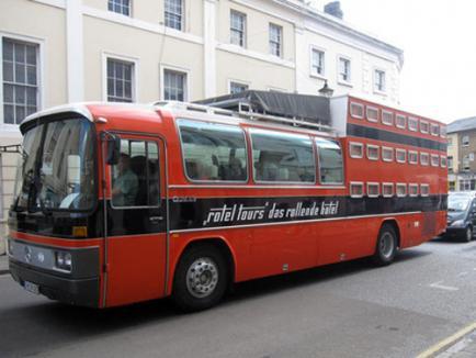 Vacanţă în autobuzul-hotel (FOTO)