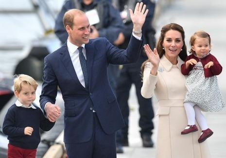 Kate şi William aşteaptă al treilea copil: 'Regina e încântată!'