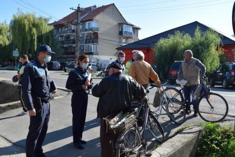 Adolescenţi echipaţi cu 'ochelari de beţie' şi invitaţi la ture printre jaloane. Acţiune preventivă inedită a poliţiştilor din Bihor (FOTO)