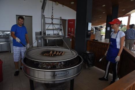 S-a deschis aquaparkul din Oradea: Au venit deja oaspeţii din Cluj(FOTO / VIDEO)